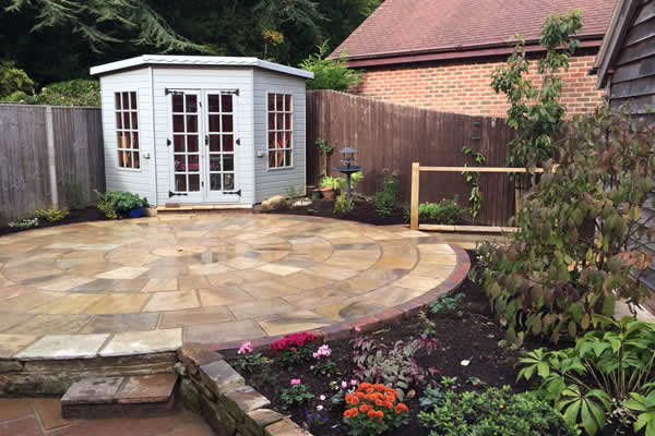 Decking and paving belle gardens 01580 201354 for Circular garden decking