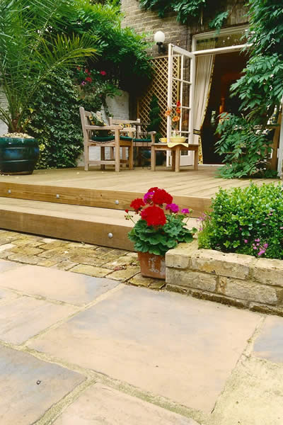 Decking and paving belle gardens 01580 201354 for Gardens with decking and paving